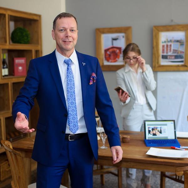 Dr. Klaus M. Bernsau, Kommunikationsforscher, Manager, Informatiker